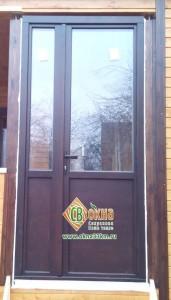 Деревянные двери со стеклопакетом