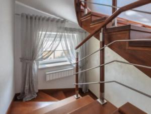 декор лестничного окна